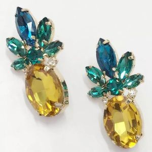 Jewelry - NWT! Gorgeous crystal pineapple earrings with box!